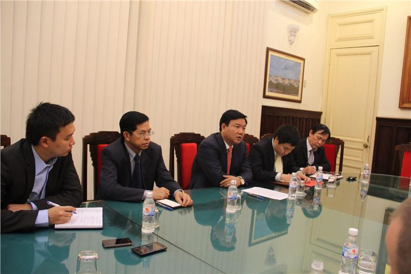 Minister Dinh La Thang met and worked with US Ambassador Ted Osius