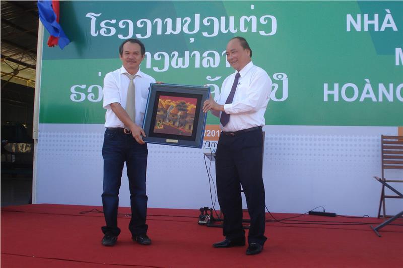 Mr. Nguyen Xuan Phuc awards Hoang Anh Gia Lai Group