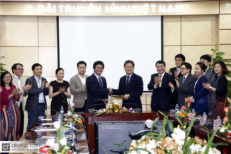Signing ceremony of an investment in Vietnam