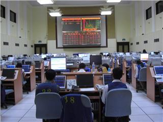 Vietnam stock market attracts foreign investors
