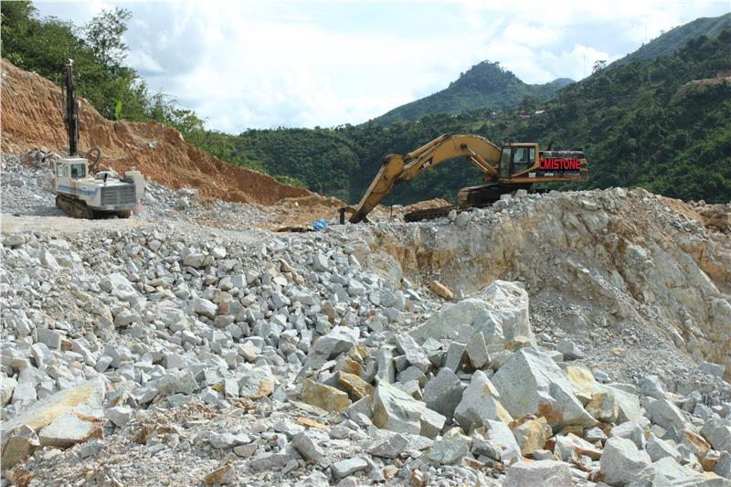 Stone explotation in Ha Tinh province