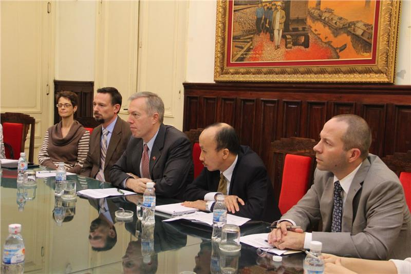 US Ambassador Ted Osius in the meeting with Minister Dinh La Thang