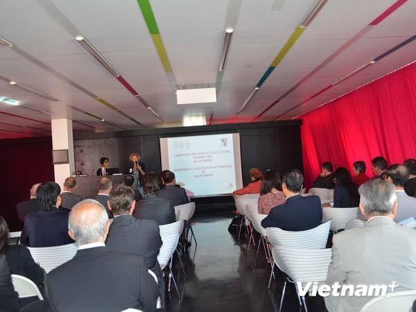 Vietnam enterprises promoting trade in France