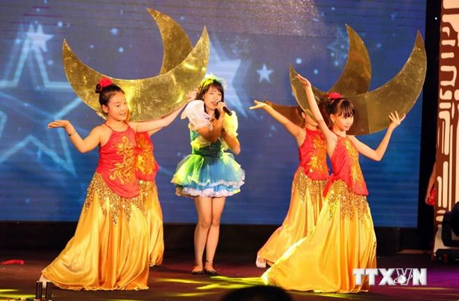 Performance in Mid-Autumn Festival in Hanoi