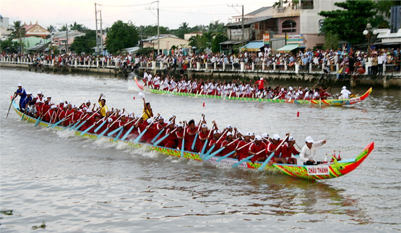 Boating race in Ok Om Bok festival