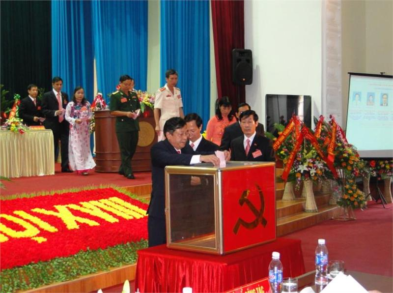 Electing deputies to People Council in Vietnam elections