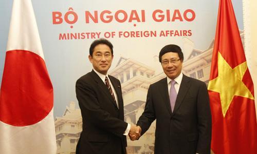 Japanese Foreign Minister Kishida Fumio visits Vietnam