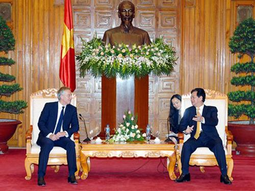 PM of Vietnam Nguyen Tan Dung and Mr. Tony Blair have a talk