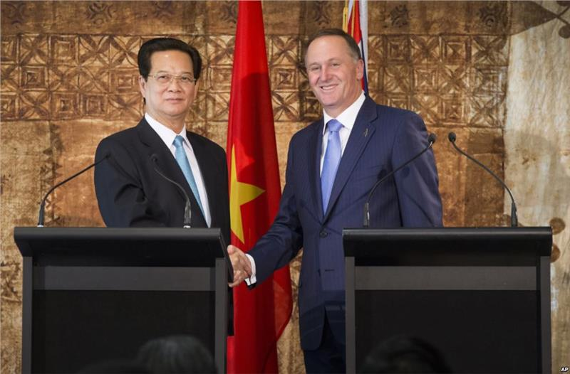Two representatives of Vietnam and New Zealand