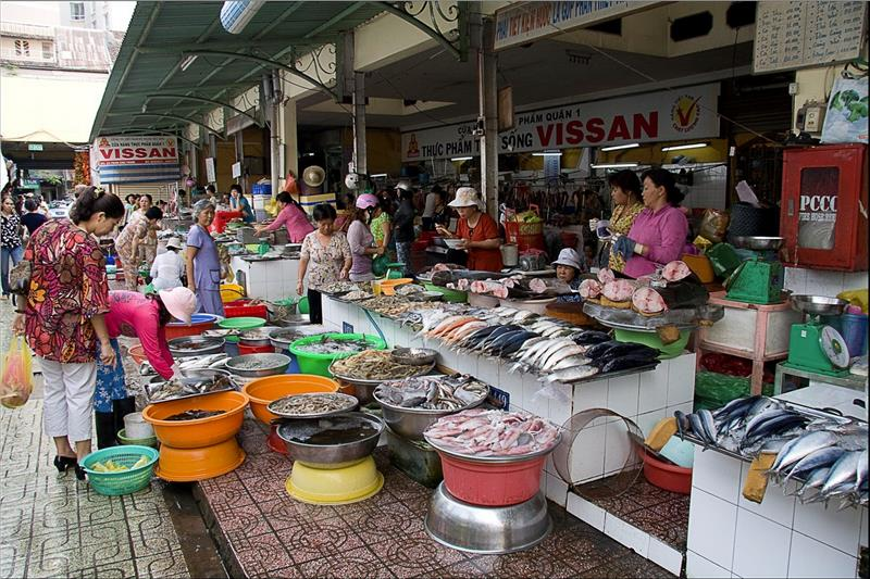 A market of Kinh people