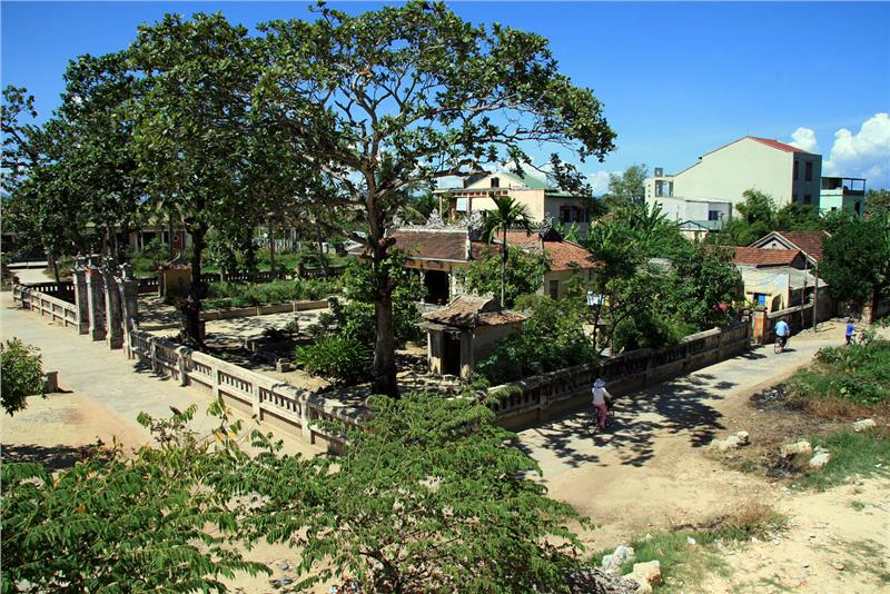 Commune house - a place to gather of Kinh people