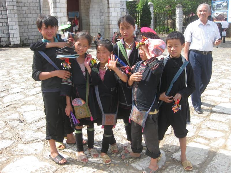 Hmong children in Sapa