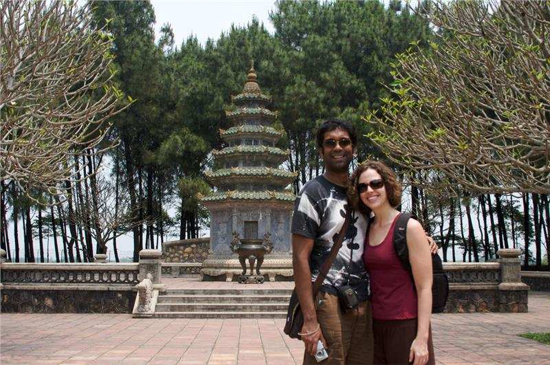 Should be in formal dress when visiting pagodas in Vietnam