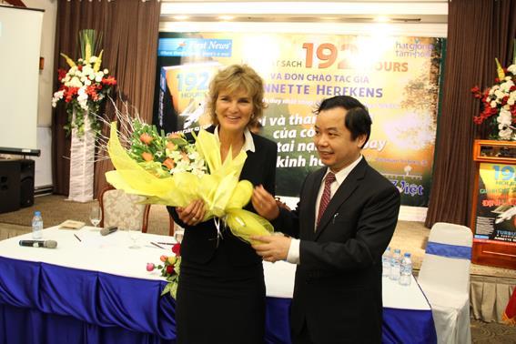 Sole survivor of plane crash returns Vietnam