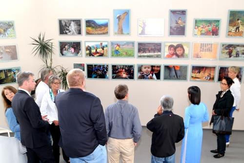 Photo exhibition of poor Vietnamese children in Germany