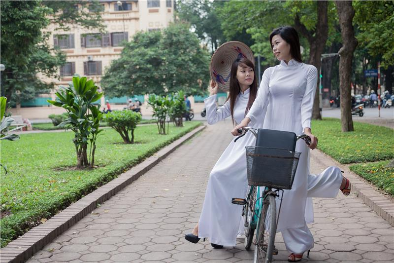 Young Vietnamese girls in ao dai