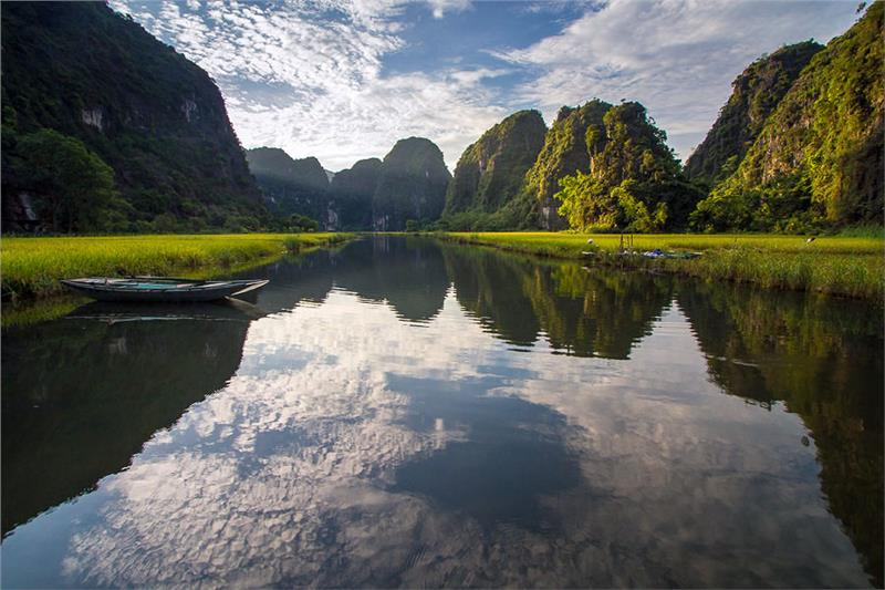 Tam Coc Rice Valley in Trang An Complex