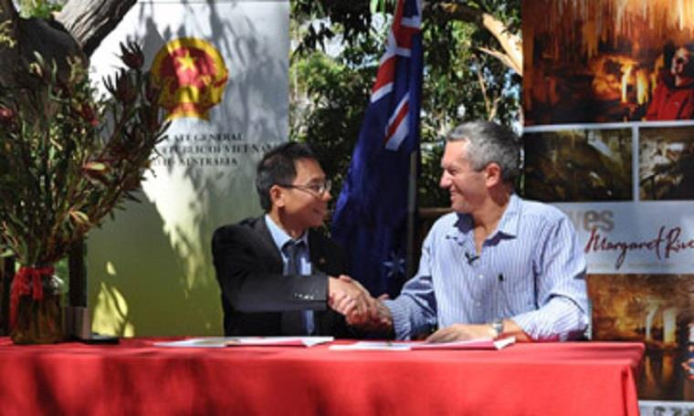 Cooperate to develop cave tours in Vietnam and Australia