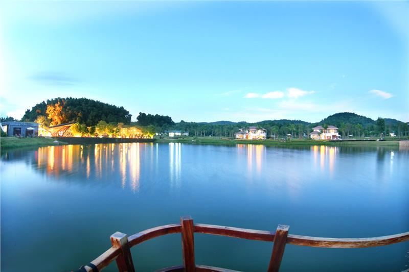 Flamingo Dai Lai Resort lake view