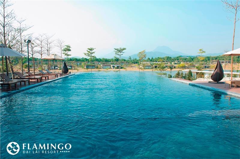 Swimming pool in Dai Lai Flamingo Resort