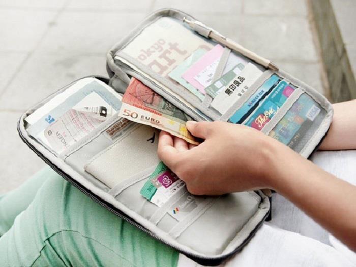Đi du lịch cần mang theo những gì, giấy tờ gì?