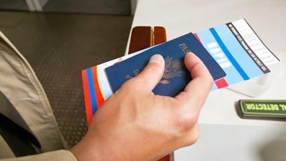 Đi máy bay trong nước cần những gì ngoài vé máy bay?