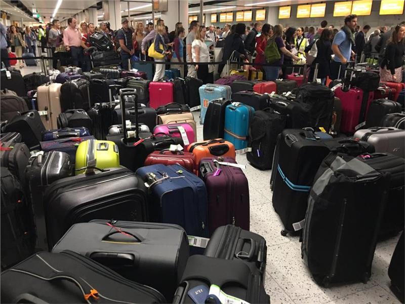 Hành lý mang lên máy bay - xử lý hành lý dư cân